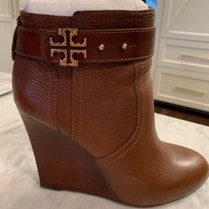 Tory Burch Elina Wedge Bootie Size 8.5